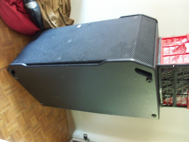 son2teuf vendu paire caisson basse hk audio il218s. Black Bedroom Furniture Sets. Home Design Ideas