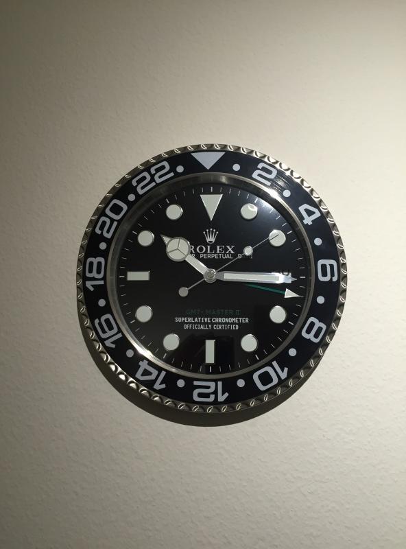 o trouver une horloge murale publicitaire omega rolex heuer etc page 20. Black Bedroom Furniture Sets. Home Design Ideas