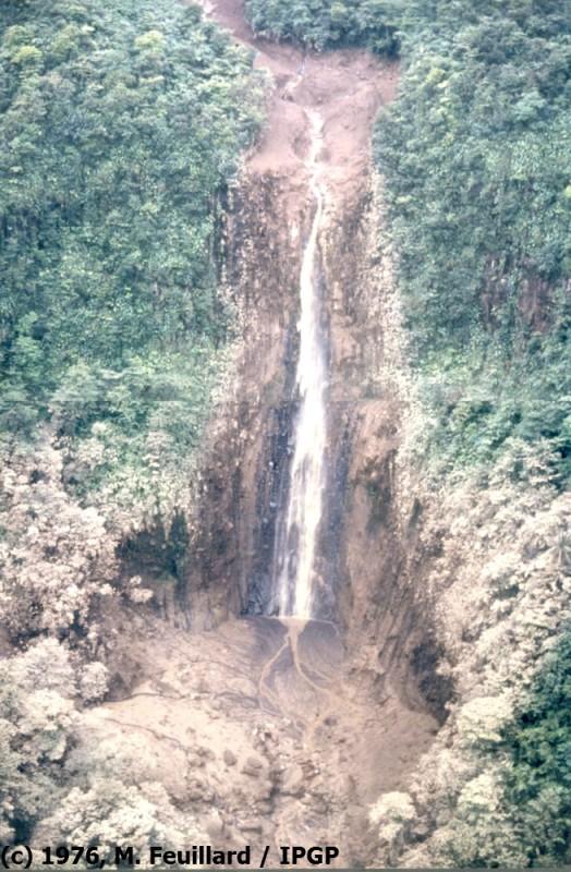 Catastrophes naturelle : Coulée de boue  dans Le coin des photos 1976-010