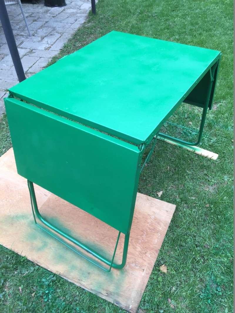 Restauration d 39 une table de camping vintage - Restauration d une table en bois ...