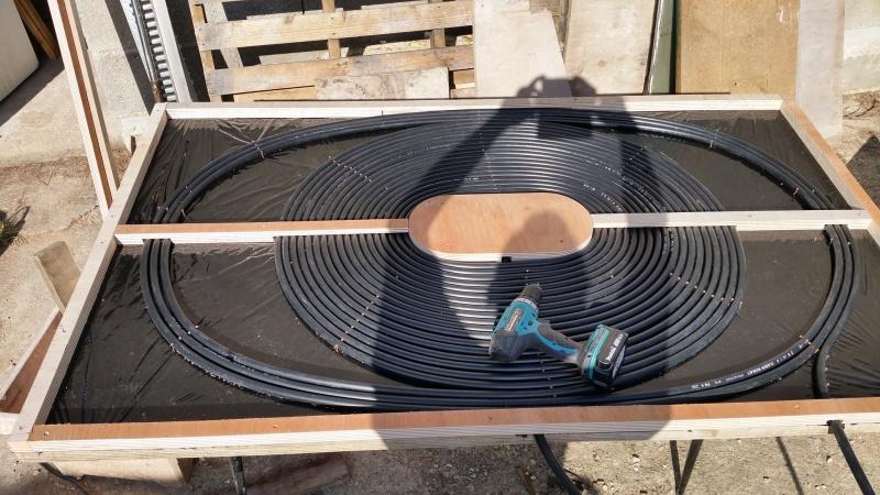 Chauffage solaire pour piscine for Tuyau piscine noir