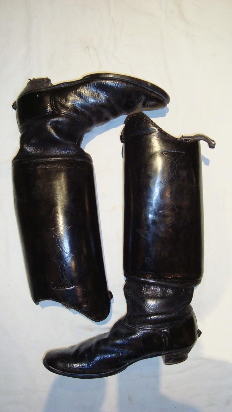 Pouvez vous m\u0027aider à identifier cette paire de bottes de cavalier allemands.  Hussard, uhlan,.? Je vous remercie pour vos réponses.