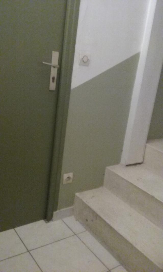 Home staging dans la cage d 39 escalier for Porte cage d escalier