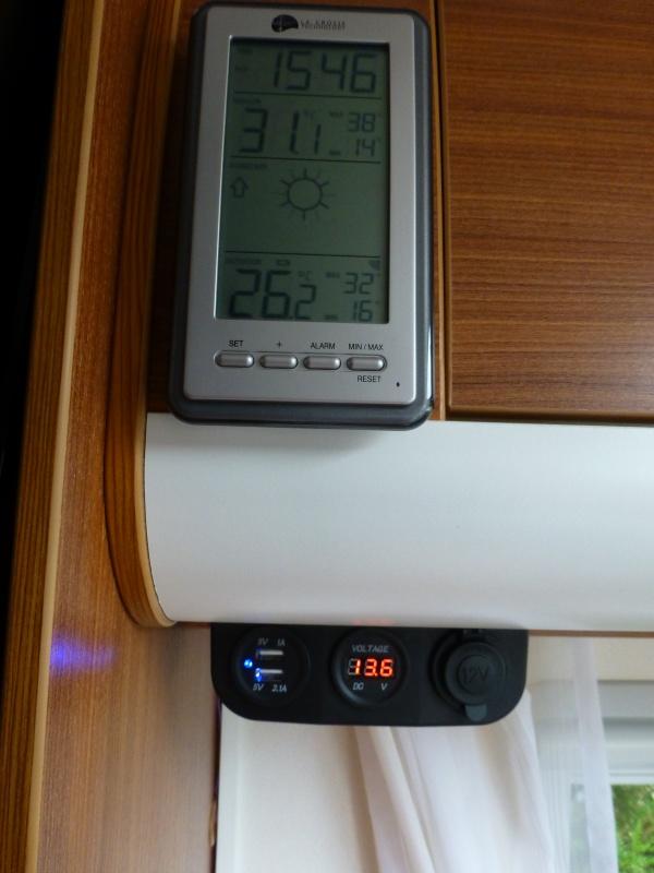 recharge panneau solaire batterie de demarrage. Black Bedroom Furniture Sets. Home Design Ideas